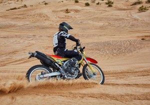 IJ180C-10LSE_Motocross bike_action_sanddunes2.sml