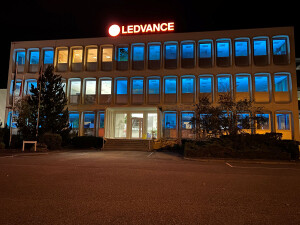 LEDVANCE offices with UV-C lighting providing disinfection of the empty rooms in blue.jpg_1_sml